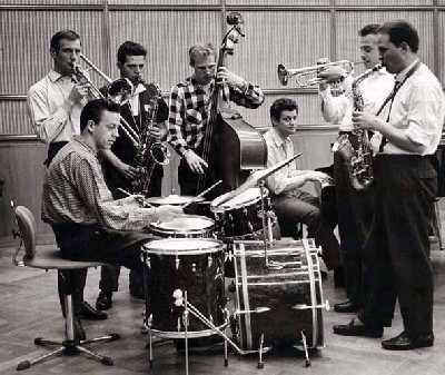 Das Jazzensemble des Hessischen Rundfunks im Jahr 1958 mit Rudi Sehring (dr), Albert Mangelsdorff (tb), Joki Freund (ts), Peter Trunk (b), Pepsi Auer (p), Freddie Christmann (tp) und Emil Mangelsdorff (as)